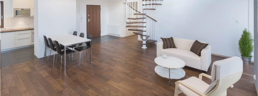 Thanks to its exclusive formula with natural ingredients and  balanced pH, ALEX offers the ideal care and protection for wood and laminate floors.